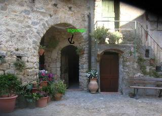 Village house in Italy, San Remo: entrance