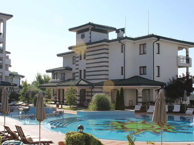 Apartment in Bulgaria, Ravda: Quiet bottom pool area