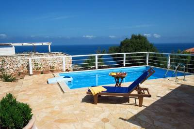 Villa in Greece, Volimes: .