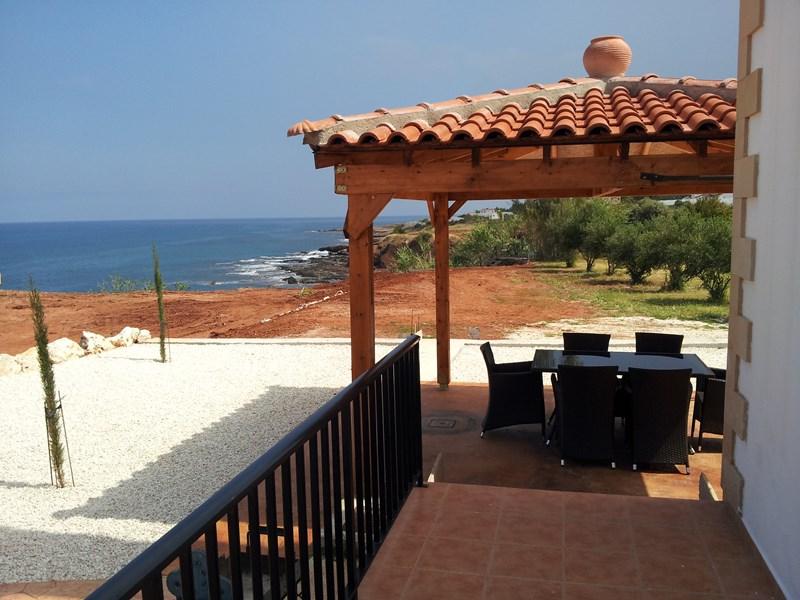 Villa in Cyprus, Polis Chrysochou: View to the steps to beach