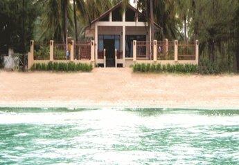 House in Thailand, PAK NAM PRAN: Beachfront Location 4 meters to Sandy Beach