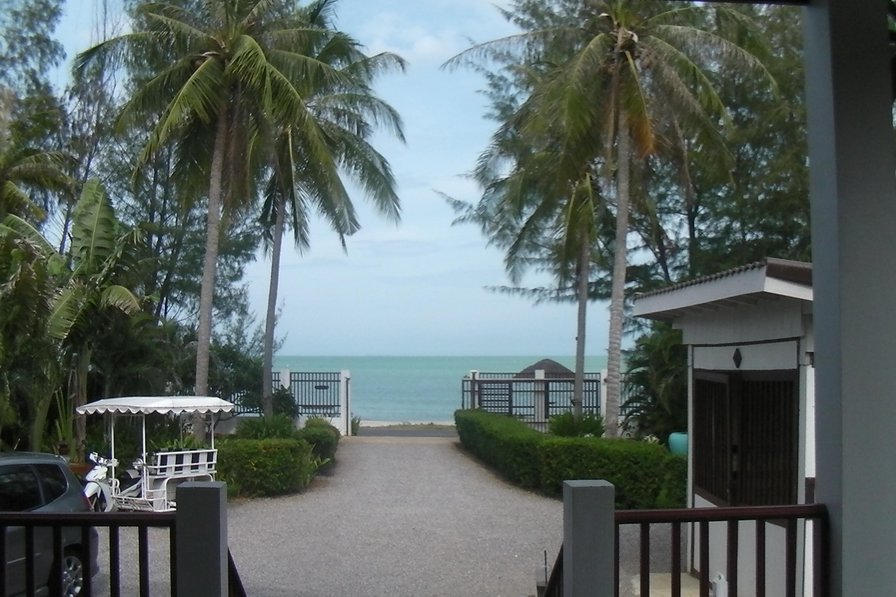 Owners abroad PRANBURI BEACH FRONT HOUSE