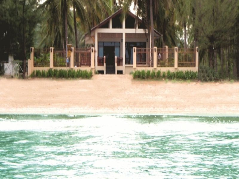 House in Thailand, PAK NAM PRAN: Beachfront Location 4 meters to Sandy Beach
