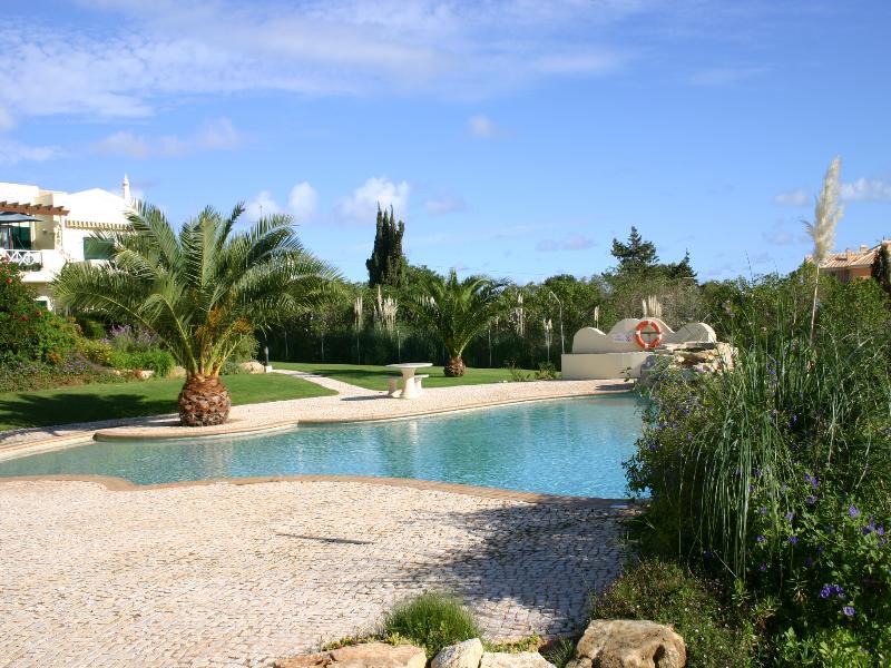 House in Portugal, Praia da Luz: Weir pool from lower terrace