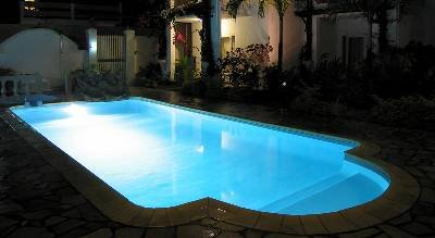 Studio apartment in Mauritius, Trou Aux Biches: Pool at night