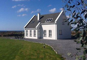 Cottage in Ireland, Spiddle: Villa - Exterior