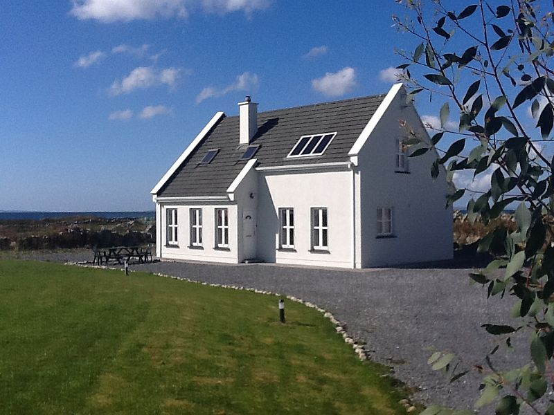 Cottage in Ireland, Spiddle: Villa - Exterior