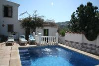 Villa in Spain, IZNATE: Pool View