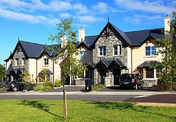 House in Ireland, Kenmare: External view of the Ardmullen Homes