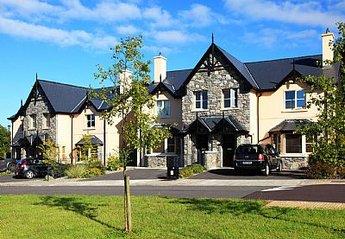 House in Ireland, Kenmare: External view of the Ardmullen Homes