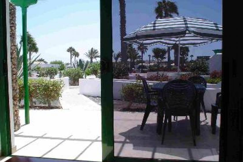 Beach bungalow in playa blanca spain with 1 bedroom for Bungalows jardin del sol
