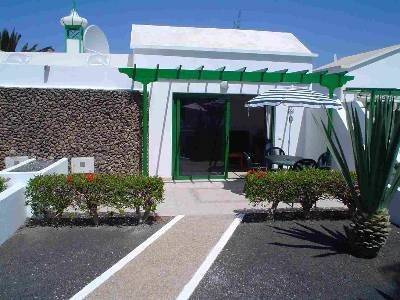 Bungalow to rent in playa blanca lanzarote with shared for Bungalows jardin del sol playa del ingles