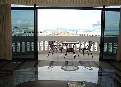 Apartment in Thailand, Jomtien: LOUNGE AND BALCONY