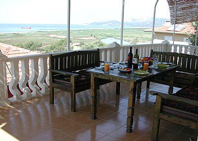 Villa in Turkey, Dalaman: Enjoy a meal on the main balcony