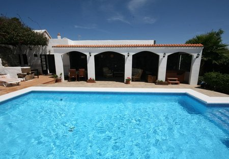 Finca in Güime, Lanzarote: Heated pool and terrace