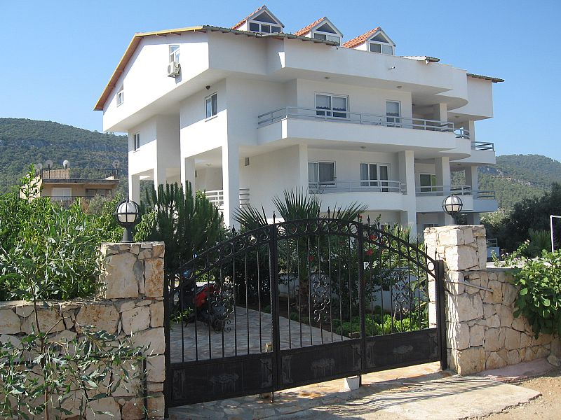 Penthouse apartment in Turkey, Akbuk: Gated entrance to Bay View Complex