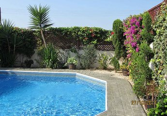 Villa in Cyprus, Universal Gardens: pool in the afternoon