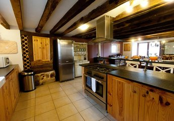 Country House in France, Saint-Dizier-Leyrenne: Large country kitchen