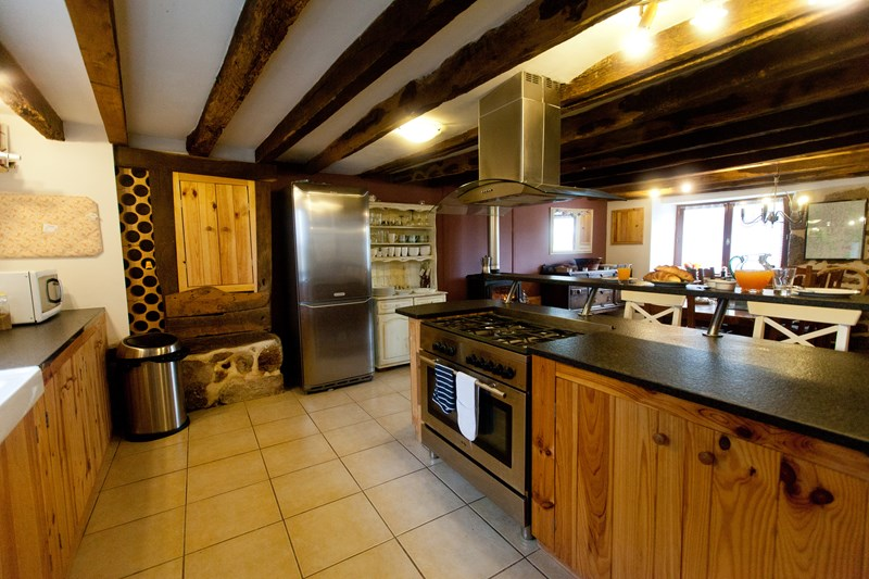 Country house in France, St Dizier Leyrenne: Large country kitchen
