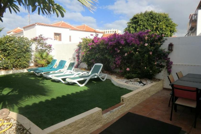 6 bed with Garden and Communal pool - Las Americas