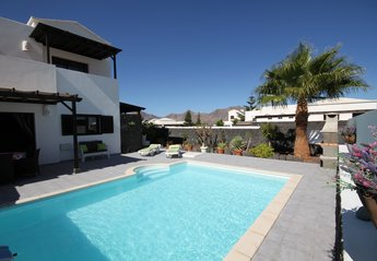 Villa in Spain, Playa Blanca: terrace garden and heated swimming pool