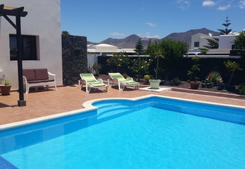 Villa in Spain, Playa Blanca: have a relax in the sun