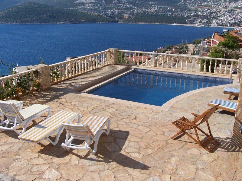 Villa in Turkey, Kalkan: the pool and BBQ area