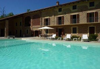 Villa in Italy, Monferrato: Main view of Gotta over pool