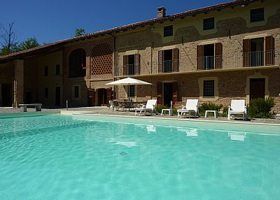 Villa in Italy, Monferrato: Main view of Gotta over pool