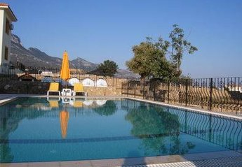 Villa in Cyprus, Arapkoy: 10m x 5m Swimming Pool
