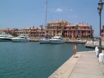 Apartment in Spain, Puerto Sotogrande: View of apartment block
