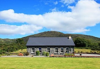 Cottage in Ireland, Kenmare: Out side view of Barr Cill Athat