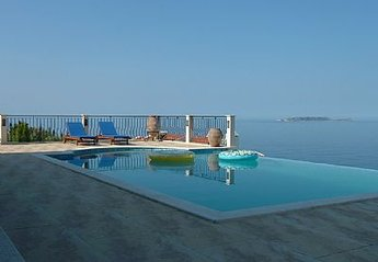 Villa in Turkey, Kas: Pool view towards sea