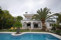 Villa in Spain, Nueva Andalucia: villa with heated private pool