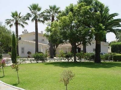 Villa in Spain, Guadalmina: driveway to the villa