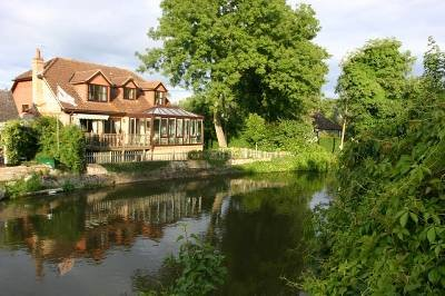 House in United Kingdom, Old Windsor: River side detached house