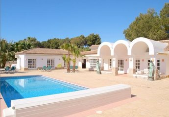 8 bedroom Villa for rent in Javea