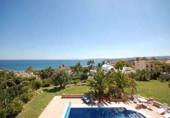 Villa in Spain, Puerto de Estepona: private swimming pool, view to the sea