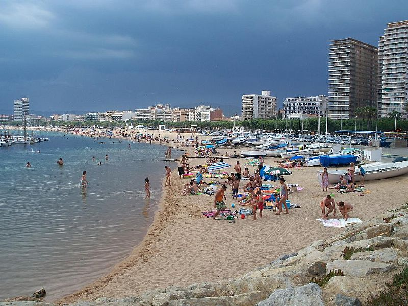 Sant Antoni de Calonge Spain  city images : Beach apartment in Sant Antoni de Calonge, Spain with shared pool ...