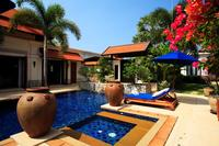 Villa in Thailand, Bang Tao Beach: Swimming pool and jacuzzi surrounded by a lush tropical garden...