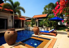 Luxury 5 bedroom villa with private pool & jacuzzi
