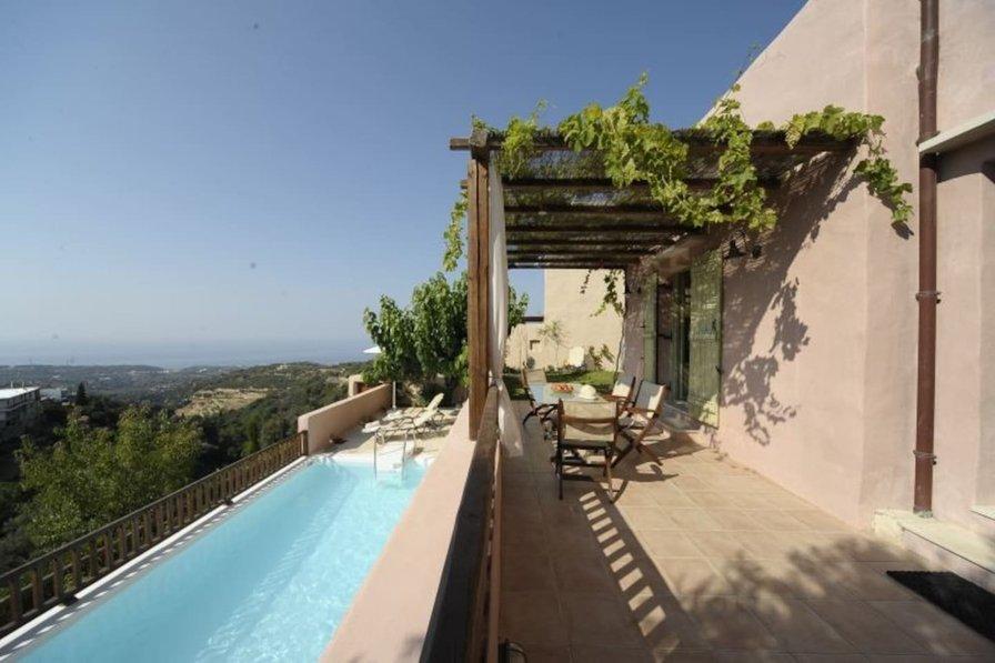 Villa in Greece, Roussospiti