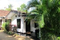 Cottage in Sri Lanka, Hikkaduwa: 1 bedroomed self-contained property with aircon and  WiFi