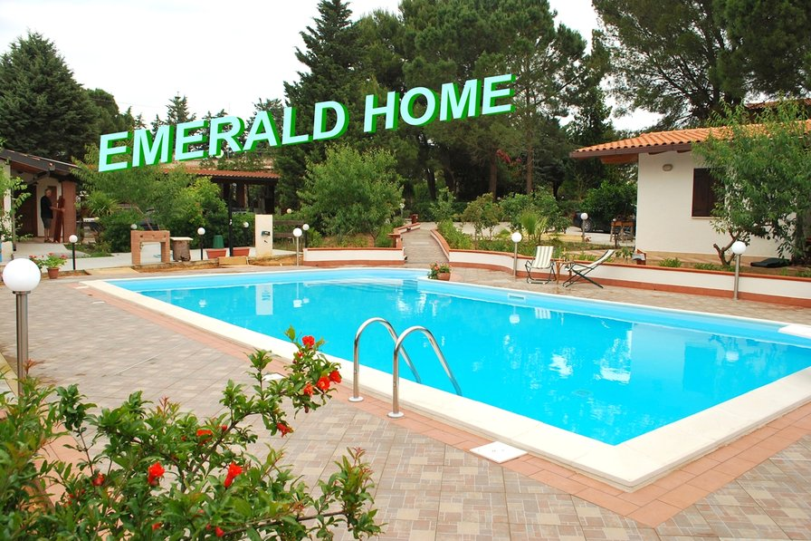 Owners abroad EMERALD HOME EMERALD HOME,POOL SALT WATER , NATURAL CHLORINE !!!