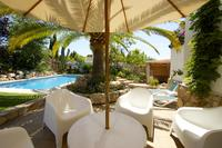 BEAUTIFUL VILLA - SLEEPS 8 ADULTS + 2 INFANTS