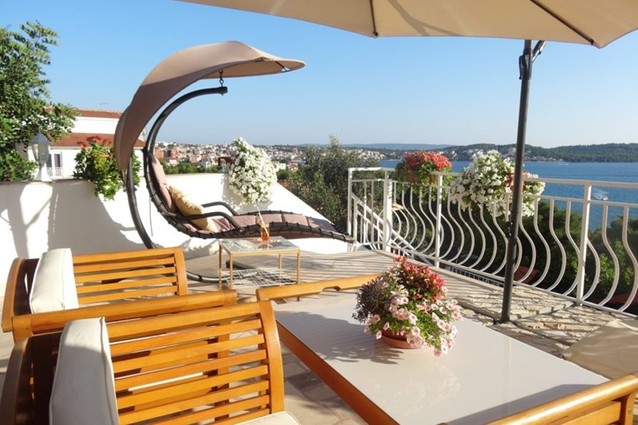 Apartment in Croatia, Trogir: Apartment 1, private terrace with barbeque area
