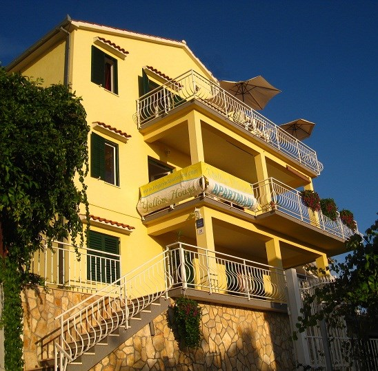 Apartment in Croatia, Ciovo: YELLOW HOUSE