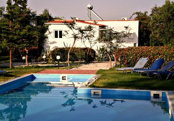 Villa in Greece, Akrotiri: Olivetree villa from the pool