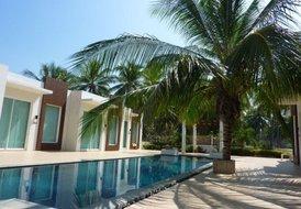 Beautiful Poolside Villa