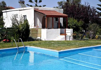 Villa in Greece, Chania: Lavender front view
